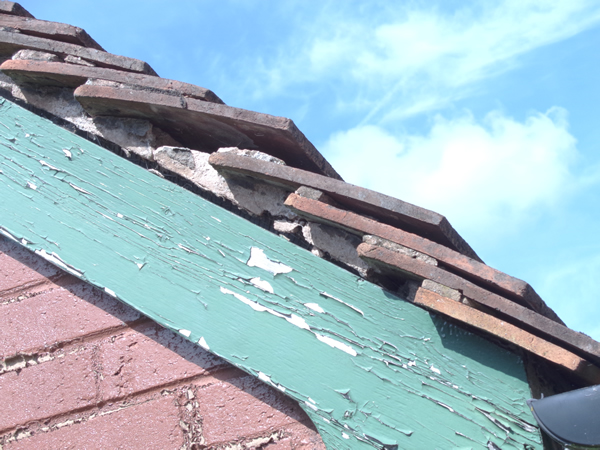 Roof Verge Requiring Rebedding